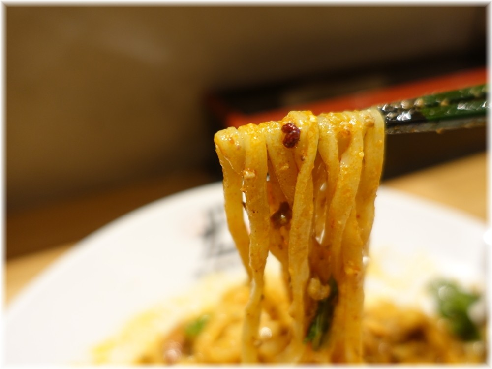 175°DENO担担麺神田駅北口店 汁無し担々麺の麺