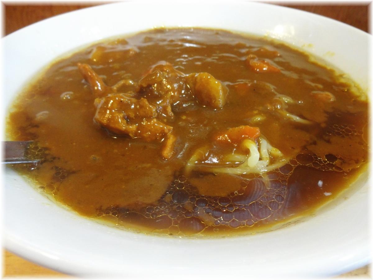 大沢食堂 カレーラーメン(中辛)のスープ