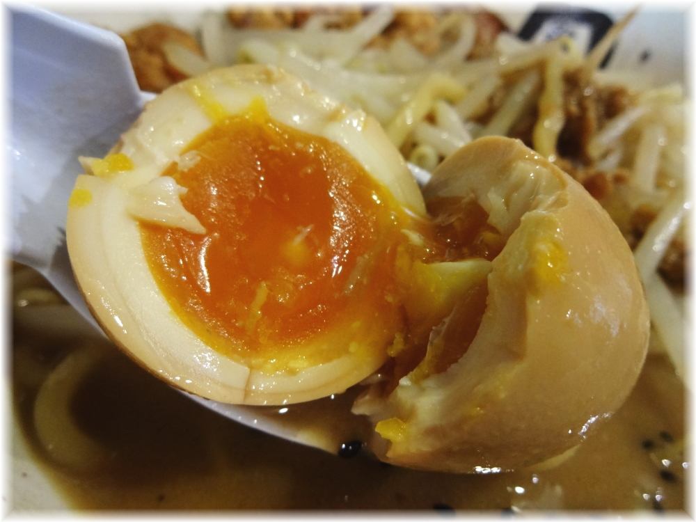 麺処丹行味素超辺鄙 ガッツリ!焦がし味噌麺の味玉