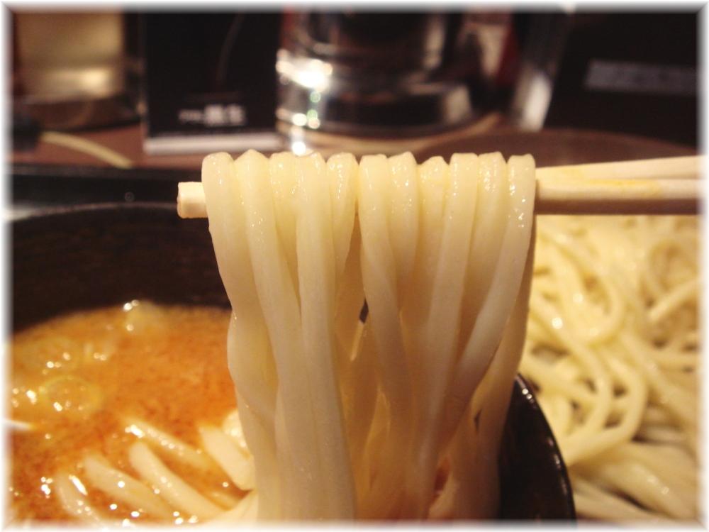 四川担々つけ麺の麺2