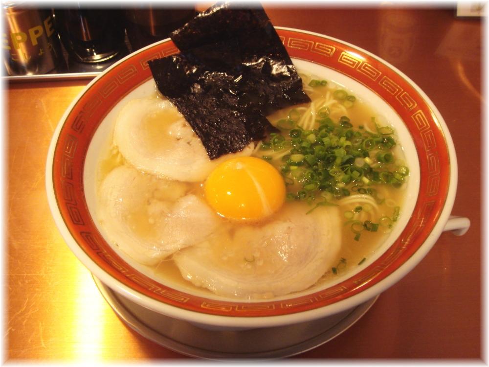 佐賀ラーメン美登里 味自慢ラーメン+生卵