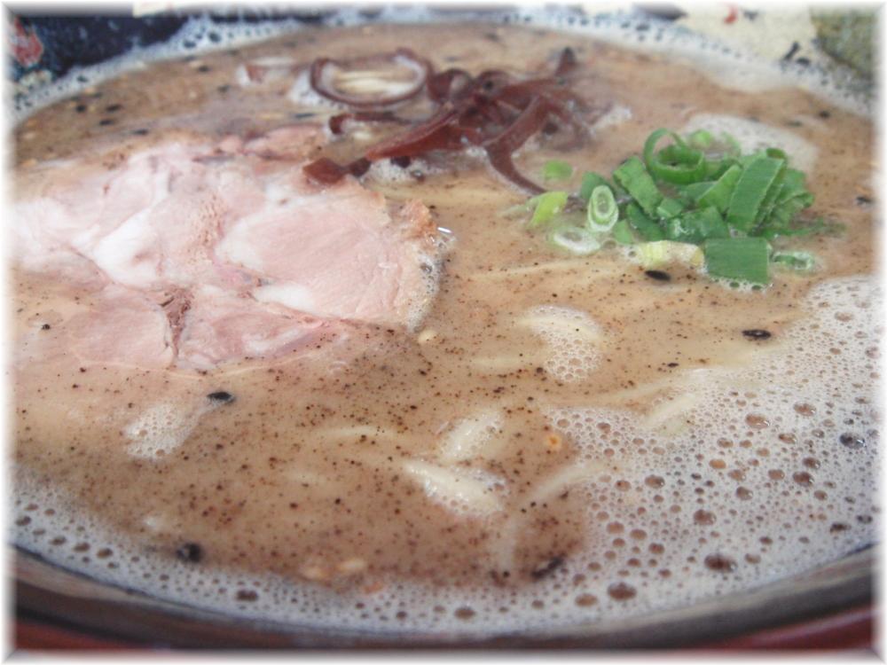 大勝園 黒とんこつラーメンのスープ