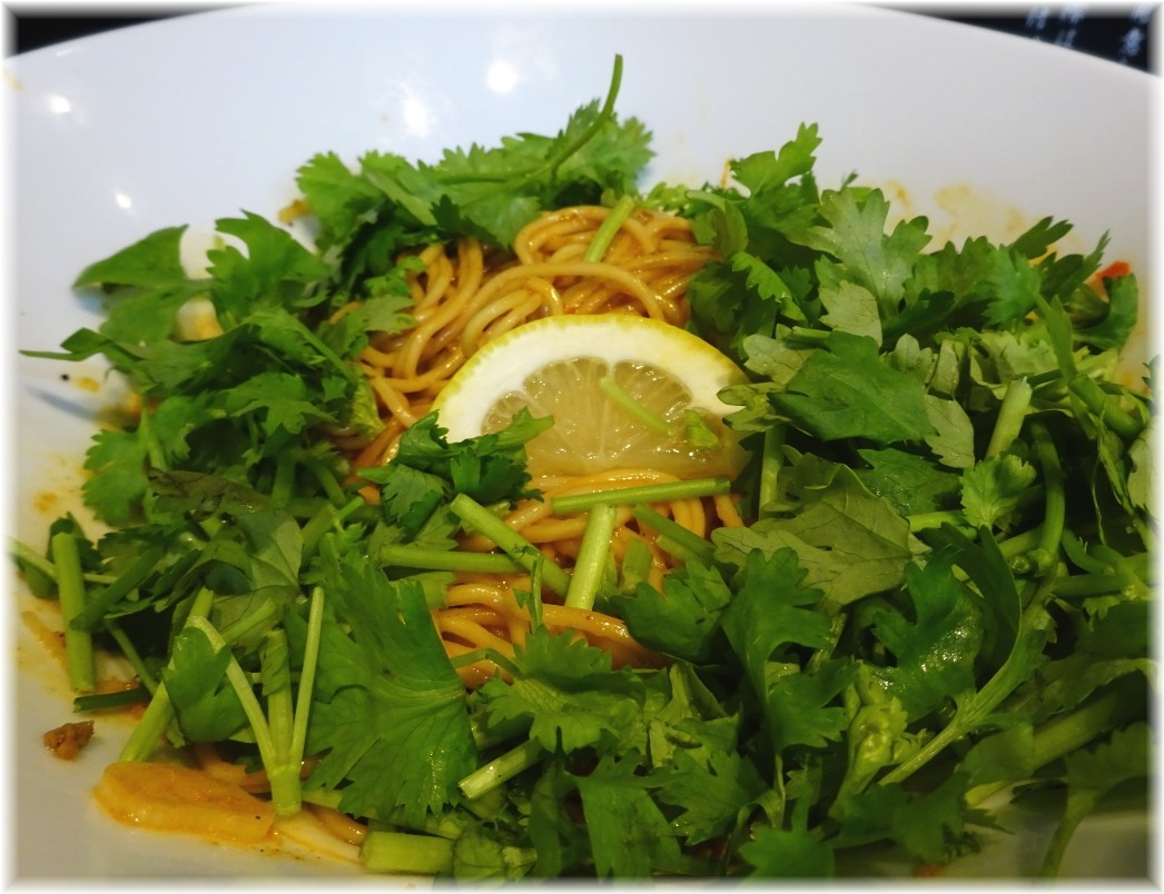たんぽぽ 汁なし担々麺(細麺)にパクチー