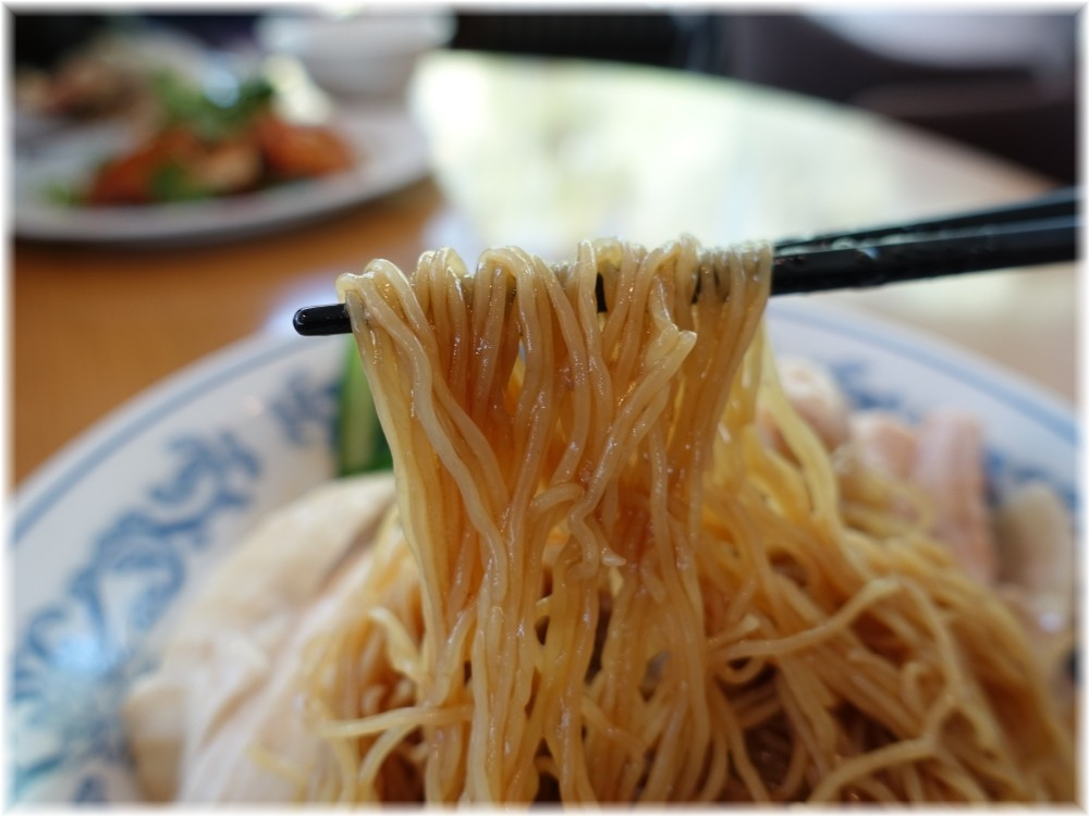 威南記海南鶏飯 日本本店 スチームチキンヌードルの麺