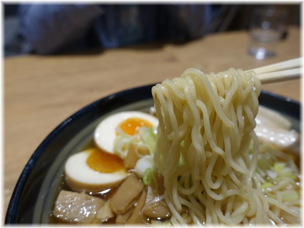 ワンタンメンの満月 極薄ふわとろ煮玉子ワンタンメンの麺