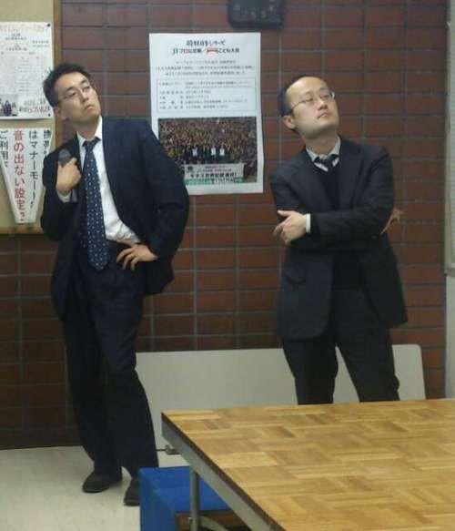 ジョジョ立ちをする羽生さんと渡辺棋士