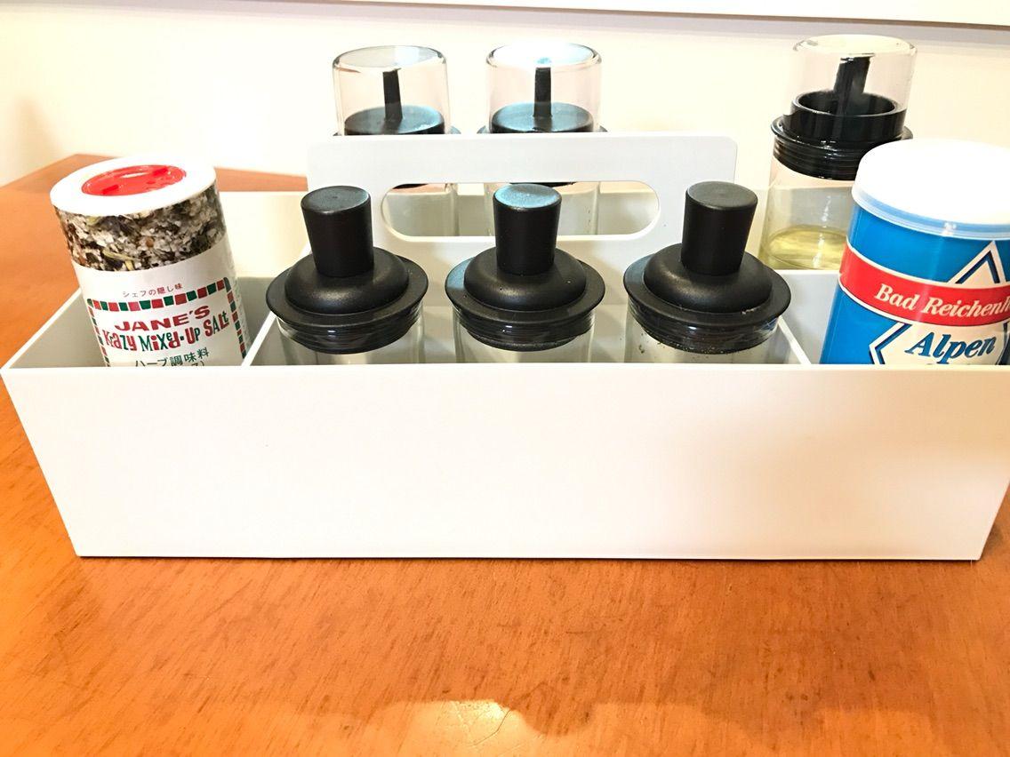 Vitraのツールボックス。 私のメイク用品やダンナさんのシェーバーなどそれっぽいくくりで使用中。