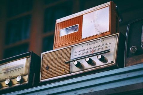 radio-2974649_640