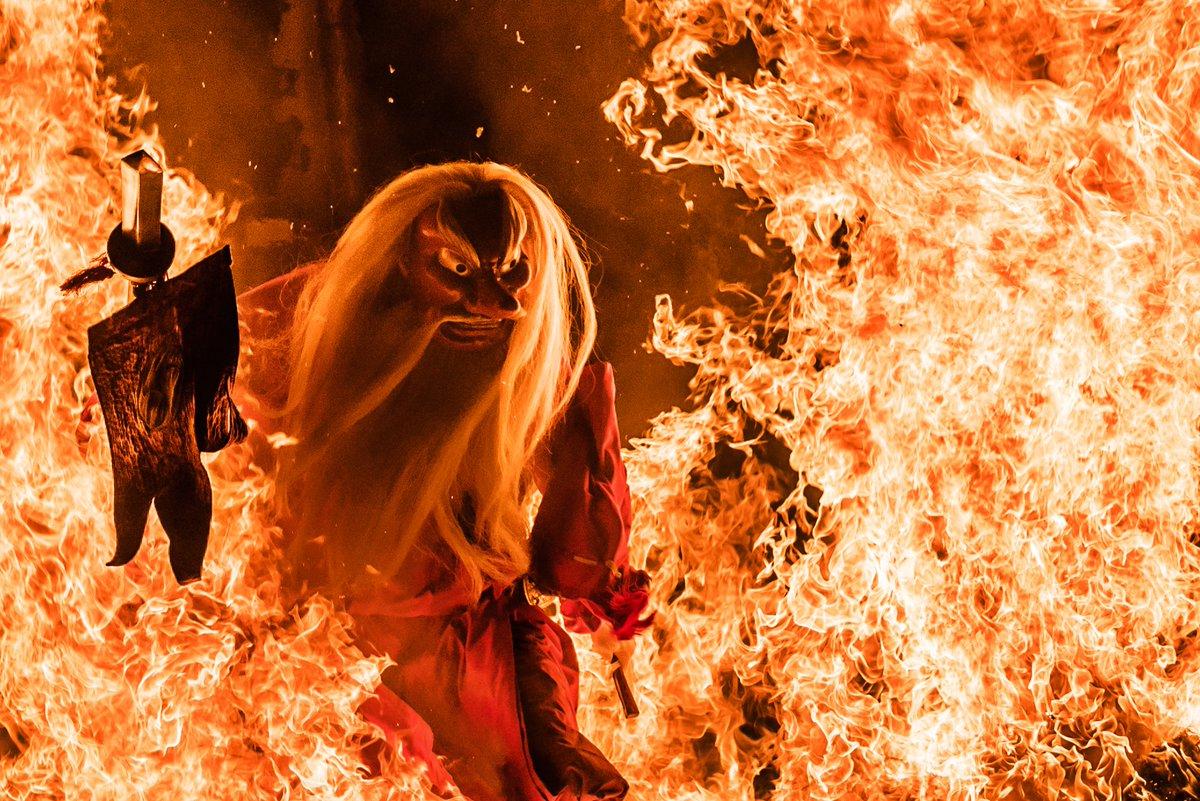 北海道、琴平神社の神事、「天狗の火渡り」がアメージングでクレイジー