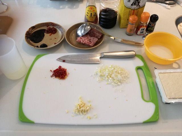 【画像あり】暇だから麻婆豆腐を作るよ(´・ω・`)