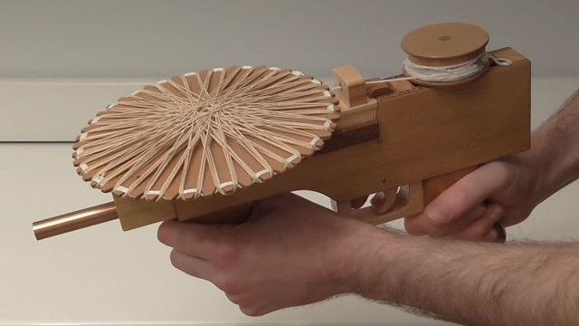 ディスク型マガジンを交換できる、輪ゴムマシンガンが面白そう