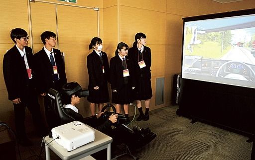 【朗報】 若者不足に悩むトラック業界さん、VRゲームで高校生をリクルートしてしまうwywywywywyw