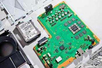 【朗報】 PS4 ソニーのプログラマーにより CPU性能が100倍キタ━━━━(゚∀゚)━━━━!!