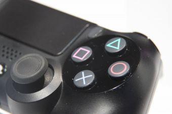 PS4「デュアルショック4」コントローラーにマイナーチェンジ仕様の新型が登場?