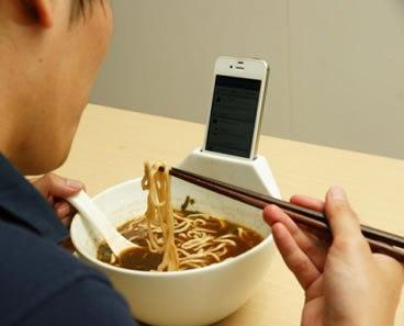 日本医師会「スマホを使う子ほど学力が低くコミュニケーション能力も低い傾向がある」