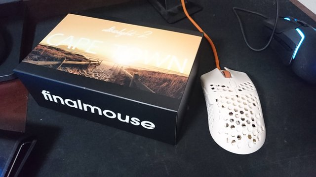 【画像】最新のゲーミングマウスを買って来たどーー!!