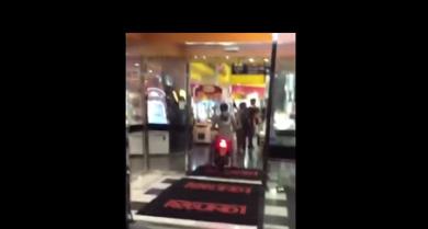 【動画】ゲームセンターに原付バイクで入ったバカwwwwwwwwww