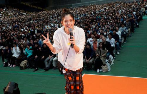 【ばっさー】本田翼がゲームするのを見るだけのイベント、1万7000人動員の大成功wwww