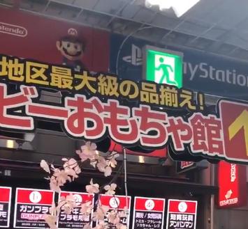 【悲報】ニンテンドーswitch転売ヤーさん、Switch出せとヨドバシ店員を恫喝してしまう