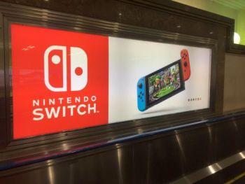 【画像】東京駅の京葉線連絡通路、ニンテンドースイッチが完全にジャック!発売へのカウントダウン始まる