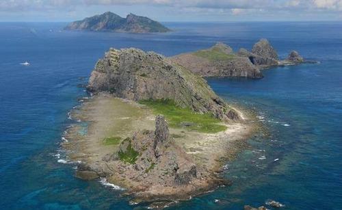 【画像】ゲームに出てきそうな島が日本で発見される