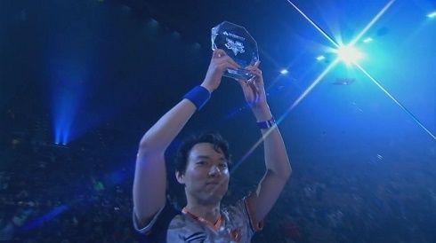 【朗報】格闘ゲーム世界戦「EVO 2017」ストリートファイターVの優勝は日本人選手の『ときど』!