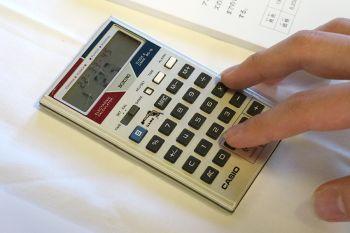 【懐】カシオの「ゲーム電卓」が復活!シューティング搭載「SL-880」を38年ぶりに発売