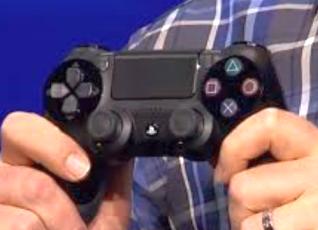 (驚愕) 初期型PS4コントローラーは多くのリコールを受け、既に新型コントローラーにすり替わっている!?