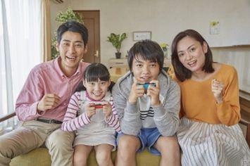 【Nintendo Switch】4人家族でコントローラー4個を繋げたいんだけど、どのセット買えばいいの?