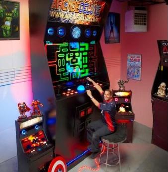 【画像】ギネスに認定された世界一大きなゲームマシンが話題に
