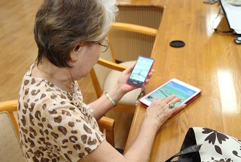ワイのマッマ、72歳にして「ポケモンGO」にハマってオフ会に出かける