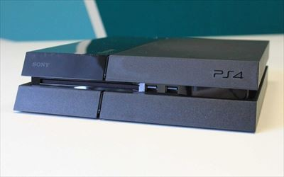 console-ps4-disc-insert_R
