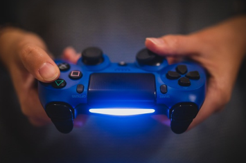 結局PS4のコントローラーの真ん中にある板って何のためにあるの?