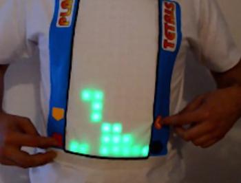 Tシャツを改造して『テトリス』をプレイできるようにした男が話題に!(動画あり)