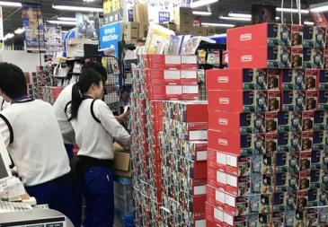 【画像】任天堂がクリスマスに本気を出した大量Switch 販売直前の様子が圧巻すぎるwwww