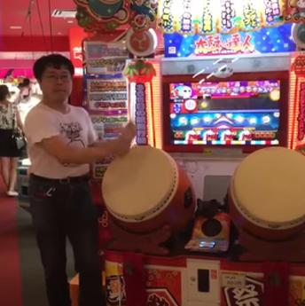 【動画】ゲーセンの太鼓の達人で前代未聞の神プレイが撮影されるwwwww 凄いけどキモいwwwwwww