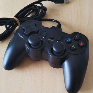 ワイ「PCでゲームやってみるか」 PC「WASDで移動、小指shiftでダッシュ、ctrlでしゃがむ」