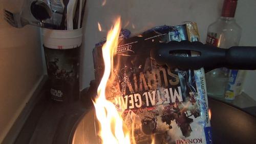 【悲報】小島信者、買ったばかりのメタルギアサヴァイブを燃やしてしまう