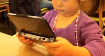 【現実】 アクティブユーザー数スマホ3000万、CS1500万 CS稼働率1位3DS、2位Wii