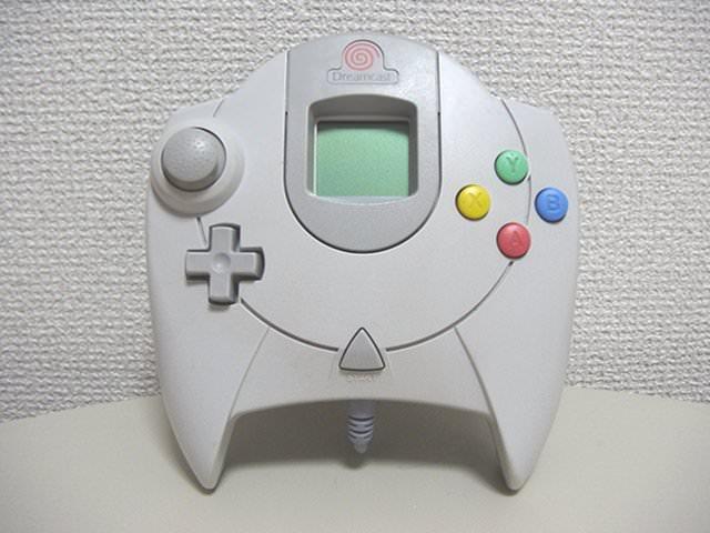 「最新ゲーム機のコントローラー作れ」→「」