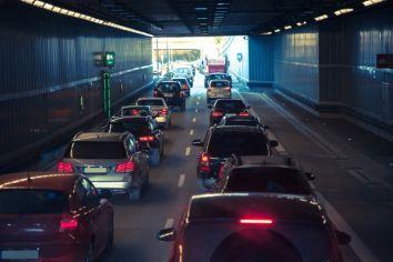 【衝撃】GWの高速道路、Switchで遊ぶ子供を乗せた車で溢れかえる