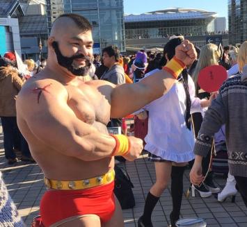 【コミケ】ザンギエフのコスプレが超凄いと話題にwwwww! 筋肉とモヒカンは本物