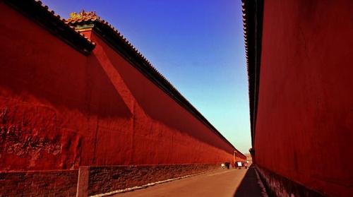 【速報】ファミ通に巨大な赤い壁が出現!!!