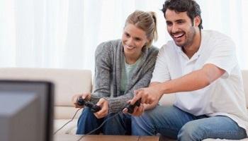 恋人と一緒にゲームを楽しむ、「オタク」で「リア充」が最近増えているらしい