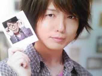 【画像】人気声優の神谷浩史さん結婚していた!お相手は漫画家の中村光さん!子供を抱いてる姿が写真付きで週刊誌にスクープされる