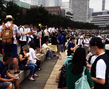 【悲報】横浜MMで開催中ポケモンGOイベント 世界中から人が殺到!ドコモ回線パンクでブチギレ「ふざけんな!俺は山梨から来たんだぞ!」