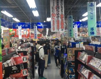【悲報】秋葉ヨドバシにて「Switchのゲリラ販売来るかも!」と誰かが勝手に言い出し、長蛇の列出来ててワロタ(画像あり)