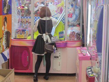 【悲報】ワイ、ゲームセンターの女性店員に頼みごとを言うも無事断られて咽び泣く