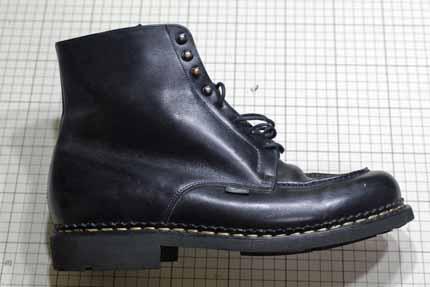 94bd55c87571 編み上げのブーツでよくあるパターンですが今回のようなくるぶしより数センチ上まで隠れる高さですとだいたい履き難さを感じ丈詰めされる方が多いです。