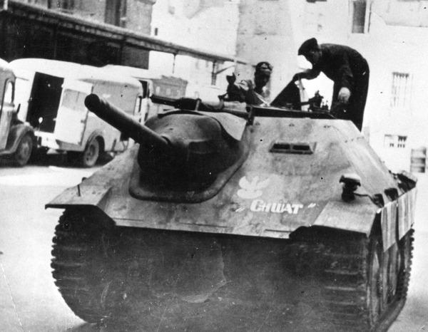 Warsaw_Uprising_-_Chwat
